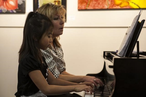 Elza Ritter - a great piano teacher with her student